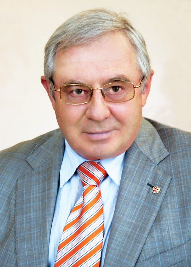 Профессор, доктор физико-математических наук Роман Григорьевич Стронгин (ректор с 2003 по 2008 год)